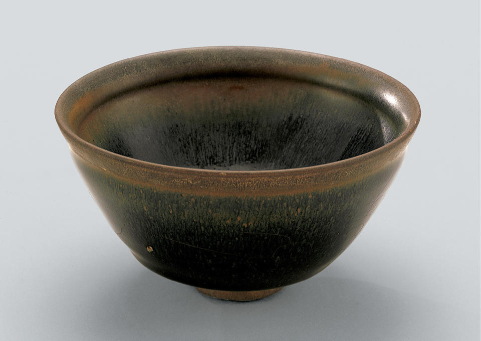 Tea bowl with indented lip