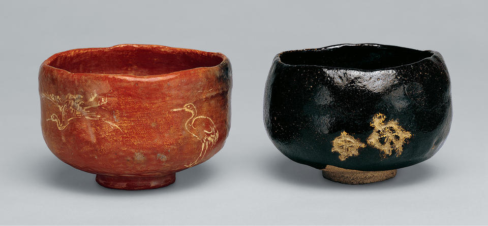 Pair of tea bowls with incised cranes and turtles
