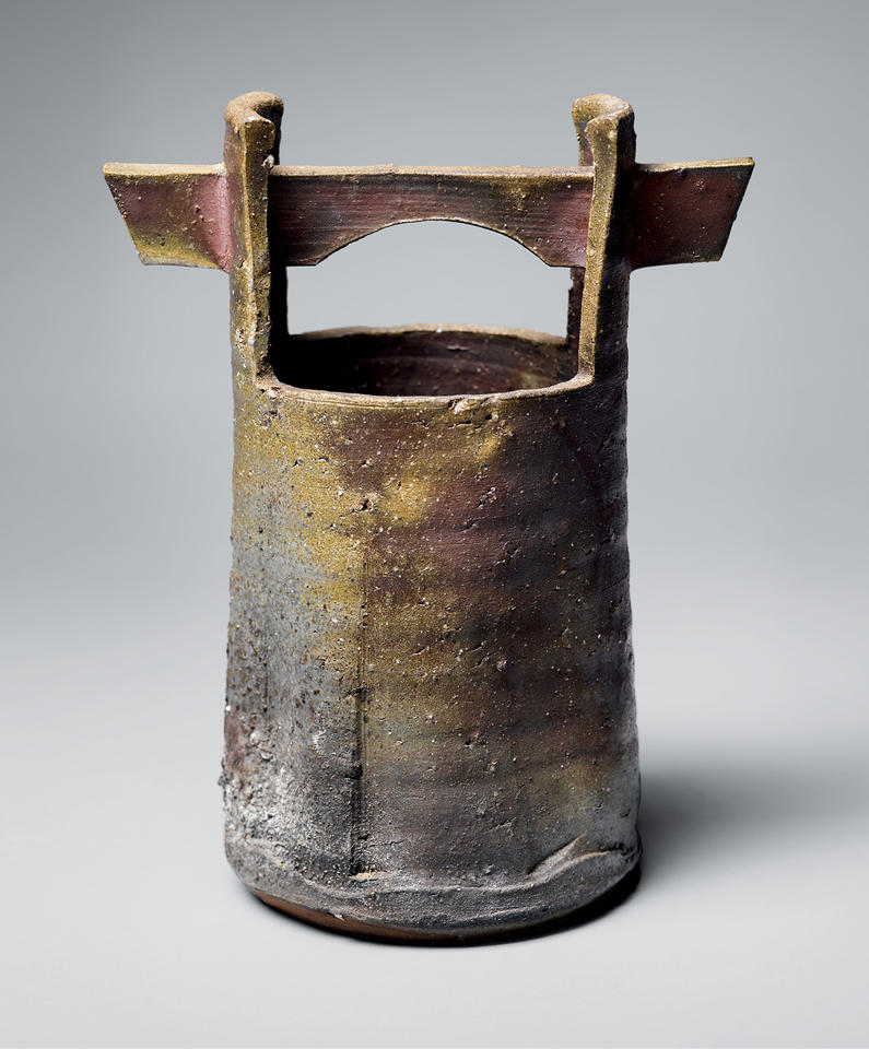Bucket-shaped vase with handle