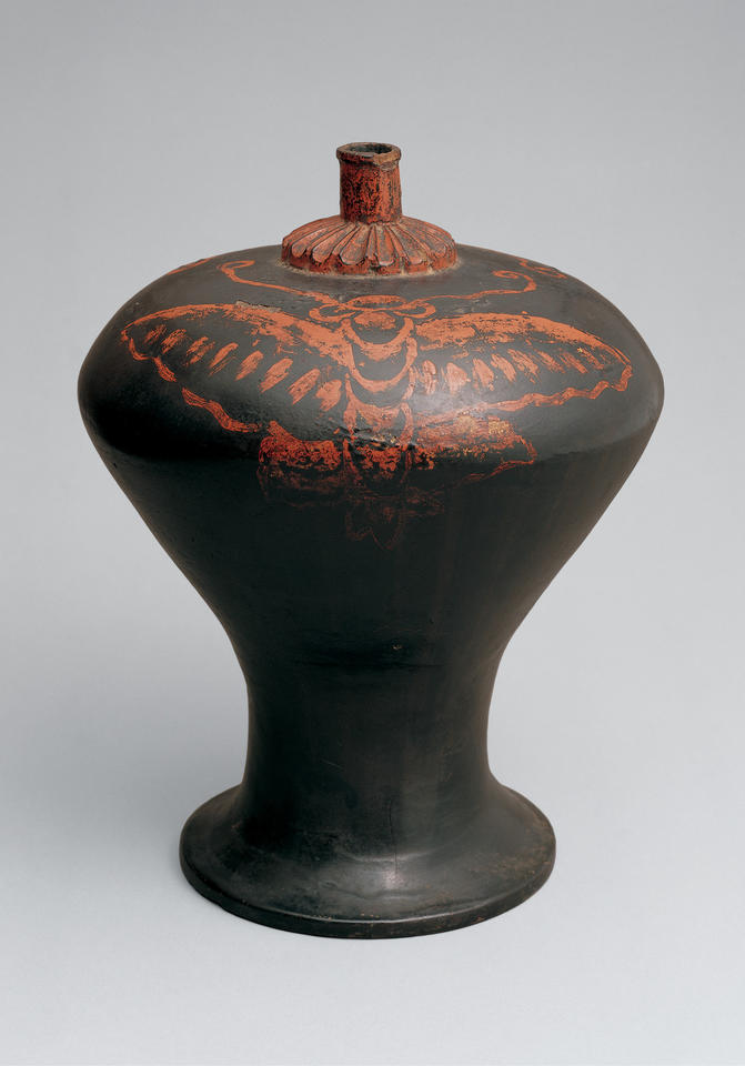 Sake vessel (heishi, 瓶子) with design of butterflies