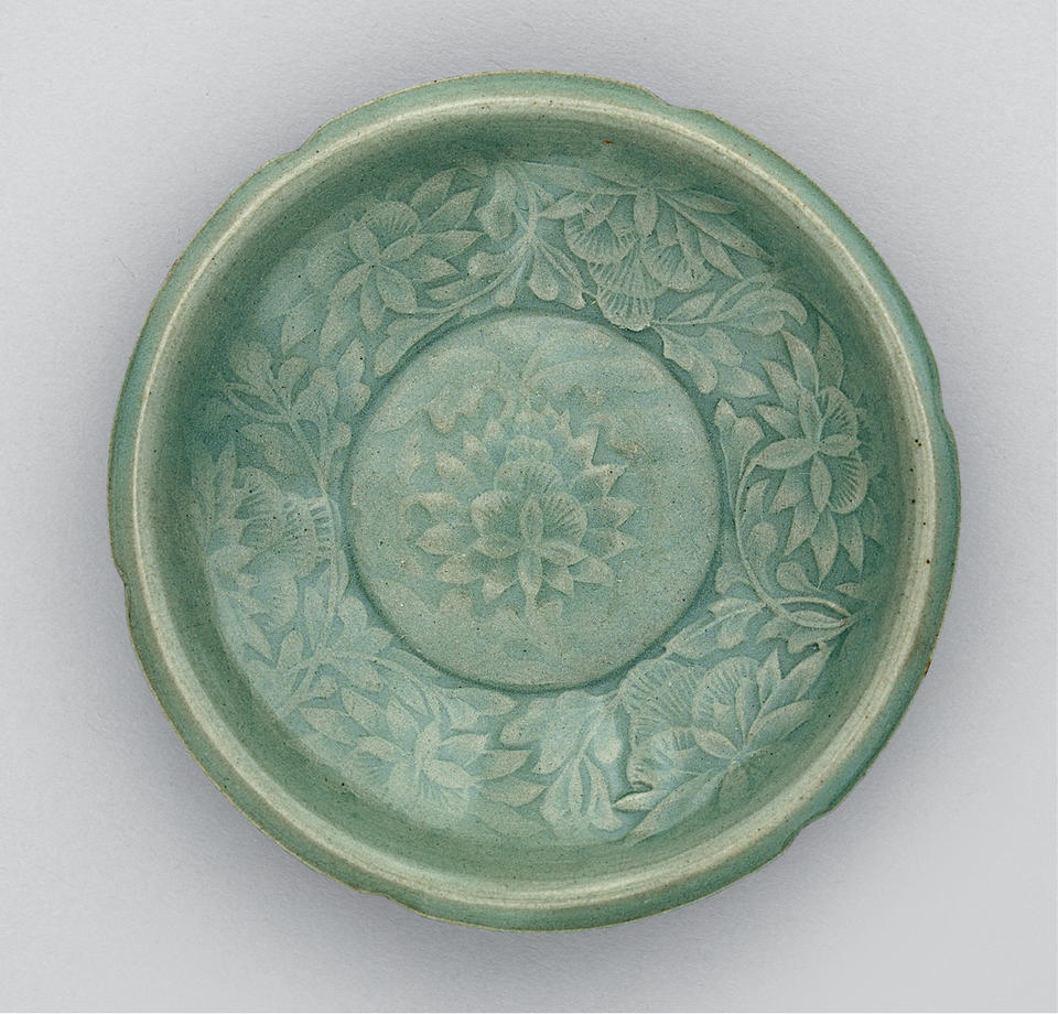 Small dish with foliate rim and peony
