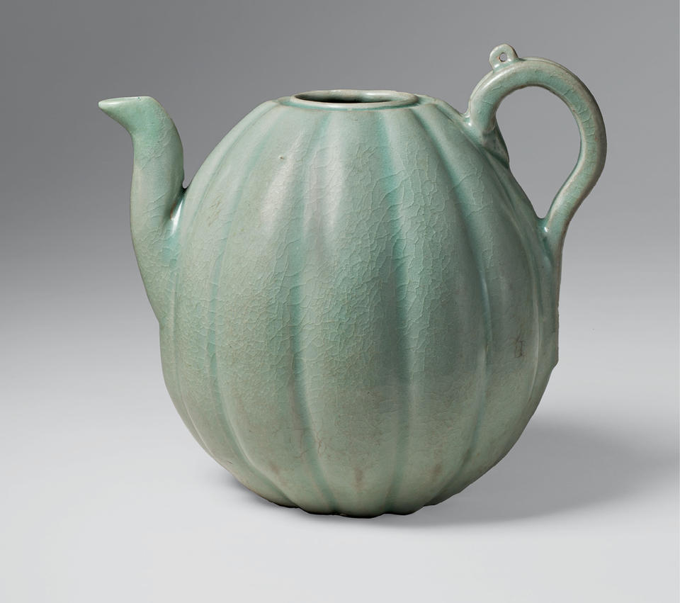 Ewer in the shape of a melon