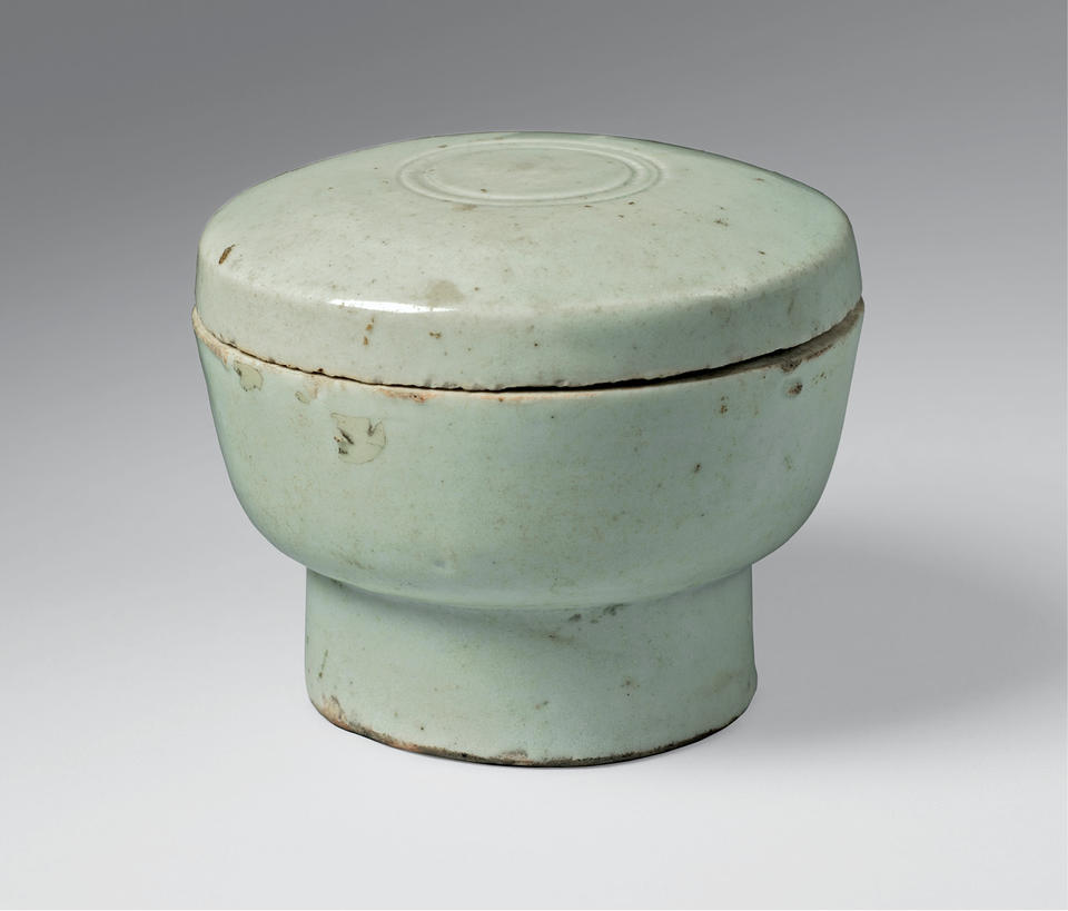 Covered bowl with tall foot